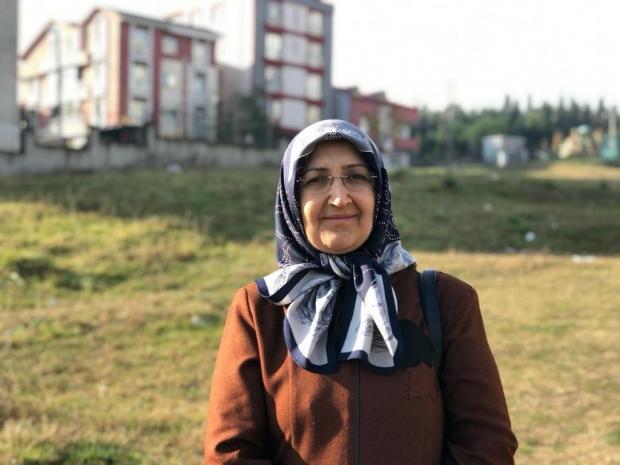 Mahalle sakini Selda Alagöz, boş arazinin mahalledeki çocukların nefes alanı olduğunu ifade etti.