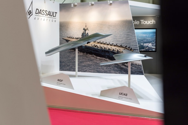 Fransa ve Almanya'dan gelecek nesil ortak savaş uçağının ilk modeli Euronaval'da sergilendi.