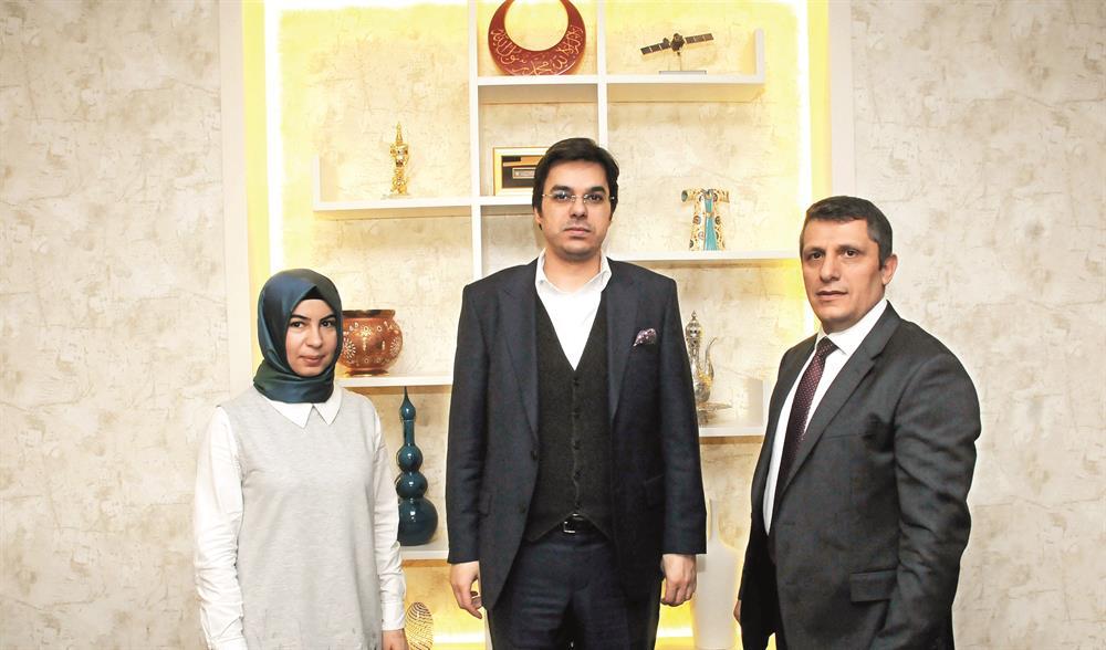 TRT Genel Müdür Yardımcısı İbrahim Eren, Yeni Şafak Ankara Müdürü Hüseyin Likoğlu ve muhabirimiz Yasemin Asan'ı makamında ağırladı.