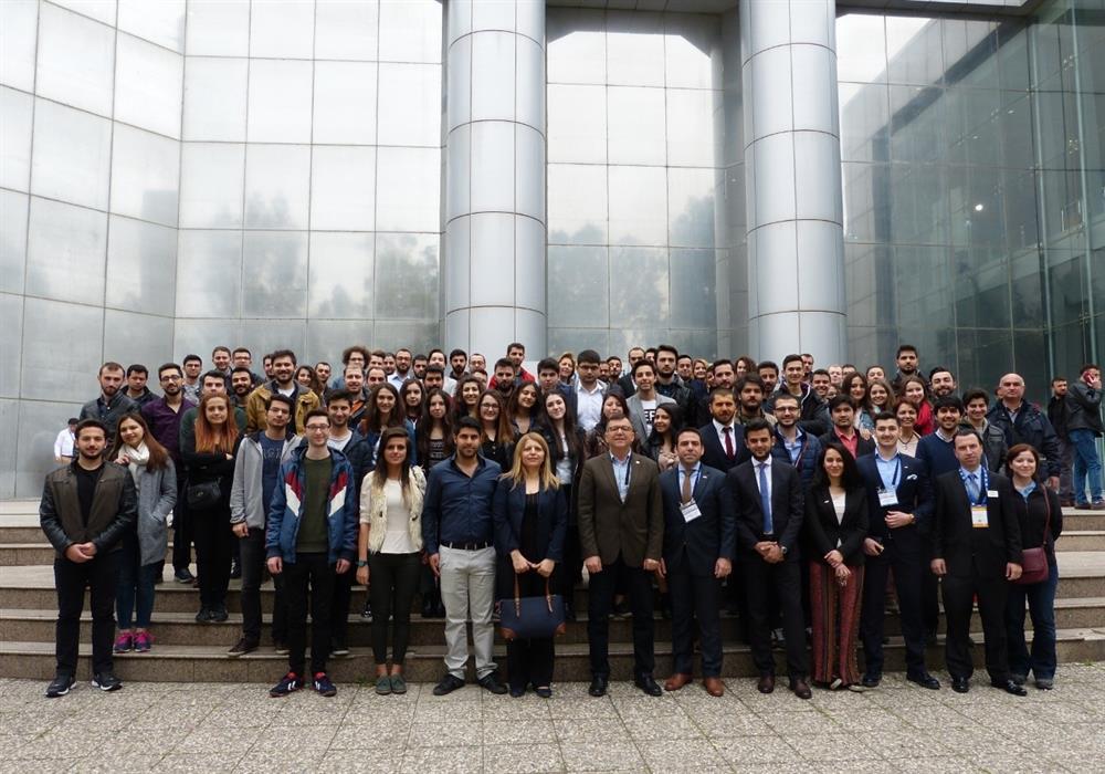Makine mühendisliği adayları, İzmir'de sektör temsilcileriyle buluştu.