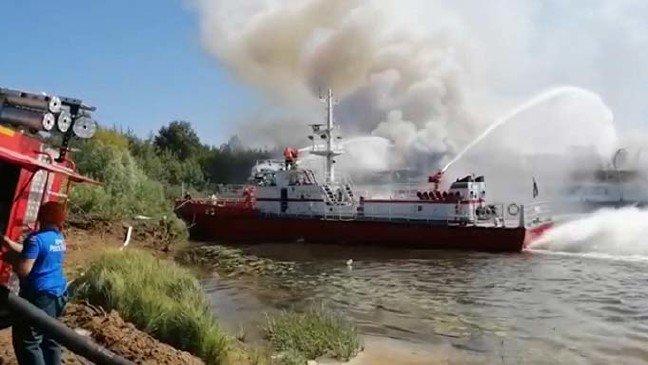 19-08/13/rusyada-tadilati-suren-yolcu-gemisinde-yangin_4902_dhaphoto5.jpg