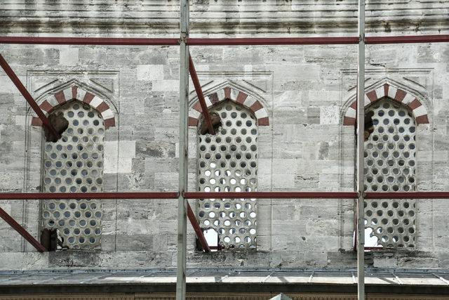 -sultanahmet-camiinde-tartisma-yaratan-restorasyon-_7422_dhaphoto3