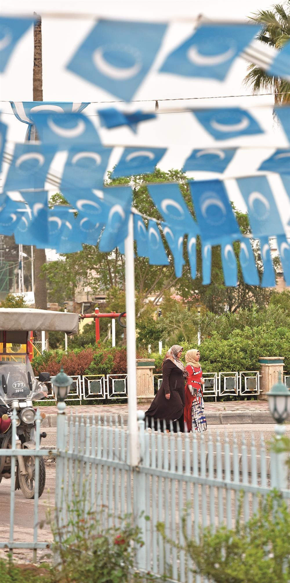 Türkmenlerin yoğun yaşadığı bölgelere bayraklar asıldı.