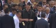 Anıtkabir'de asker bayıldı! İlk müdahaleyi bakan yaptı