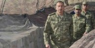 Azerbaycan Cumhurbaşkanı Aliyev cephede