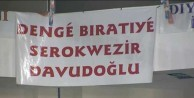 Başbakan Davutoğlu'na ilginç pankart
