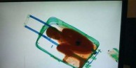 Bavuldan çıkan çocuğa vize