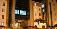Belediye binasının önünde 4 ton patlayıcı yüklü kamyon bulundu