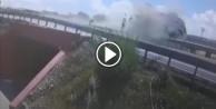 Beton mikseri köprüden düştü!