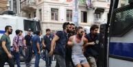 Polis, Beyoğlu'nda LGBTİ üyelerini top'ladı