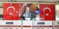 Bombanın patladığı yere Türk bayrağı