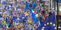 Brexit karşıtları Londra'da yürüdü