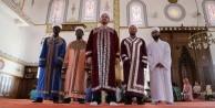 Bu camide teravih Namazını 7 farklı imam kıldırıyor