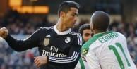 Cristiano Ronaldo 2 yumruk 1 tekme attı!../VİDEO