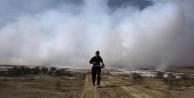 DAEŞ'in yaktığı zehir fabrikası yanmaya devam ediyor