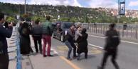 Erdoğan'ın konvoyunun önüne atladı!