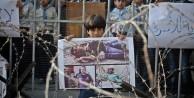 Filistinli çocuklar BM önünde gösteri düzenledi!