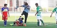 Futbolcunun kafasına tekme atan kaleci 4 yıl futboldan uzaklaştırıldı