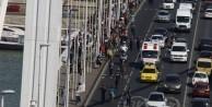 Göçmenler Macaristan'dan Avusturya'ya yürüyor!