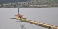 Göl ortasında kalan cami ibadete açılıyor