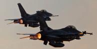 Havadan bildiri atılıyor… Sakın binmeyin! Savaş uçakları geliyor…