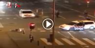 Hollanda polisi acımadan vurdu
