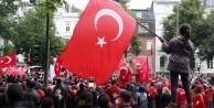 Küstah Alman: Kimin kalbi Erdoğan için atıyorsa...