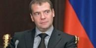Medvedev'den Davutoğlu'na tuhaf 'özür' cevabı