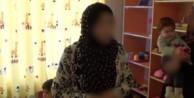 Müslüman genç kızlar gözaltına alındı!