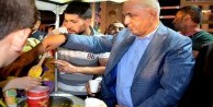 Mustafa Ilıcalı, demokrasi nöbetinde dadaşlarla omuz omuza