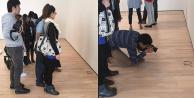 Müzede yere gözlük koydular ziyaretçiler sanat sandı