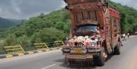 Pakistan'ın meşhur kamyonetleri - FOTO