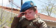 Şehit babasını asker selamıyla uğurladı!