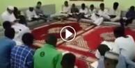 Sudanlı gençlerlerden kahraman askerlerimize dua! - VİDEO