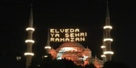 Sultanahmet Camii Türk bayrağı'na büründü