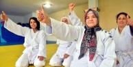 """""""Süper anneanne"""" 65 yaşında judoya başladı"""
