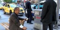 Taksici terörü! Yayaya bıçakla saldırdı