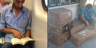 Terlikle kitap okuyan genç kütüphane kuruyor