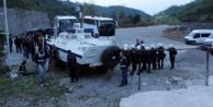 Teröristin mezarında şova polis engeli