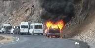 Teröristler araçları ateşe verdi