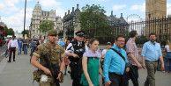 Londra'da önemli binaları silahlı askerler koruyacak