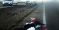 Ticari araç şarampole yuvarlandı: 2 ölü, 1 yaralı