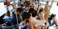 Toplu taşımada ahlaksızlık serbest, uyarmak yanlış!
