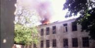 Ukrayna'da hastaneye ve okula top mermisi atıldı