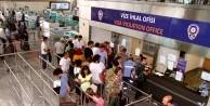 Yeşil ve gri pasaport geçişleri hız kesmeden devam ediyor