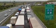 Yol kapandı: 25 kilometre araç trafiği oluştu