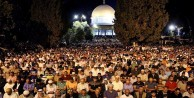 Yüzbinlerce Müslüman Mescid-i Aksa'ya akın etti!