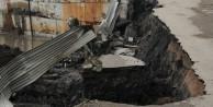 Zonguldak'ta asfalt yol öyle bir çöktü ki...