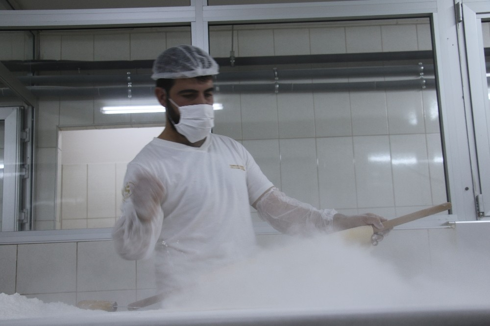 ( ÖZEL) - Güllaç ve Sütlü Nuriye'den esinlenip soğuk baklava üretti, şimdi siparişlere yetişemiyor