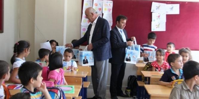 Başkan Seyfi Dingil'den öğrencilere kırtasiye desteği